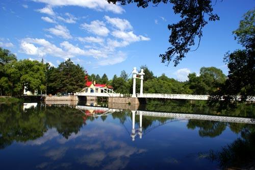 喇嘛山风景区位于内蒙古牙克石市东部188公里处,巴林镇境内.